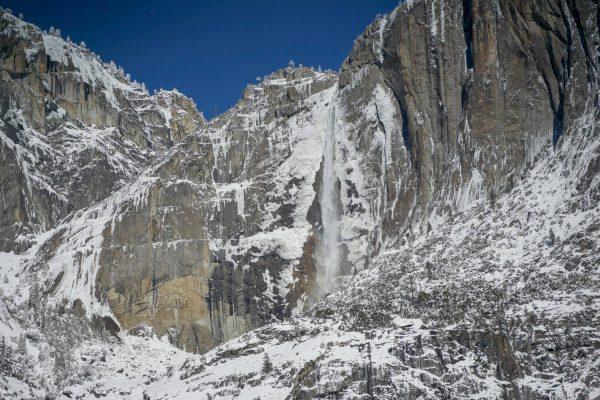 Salju di Yosemite